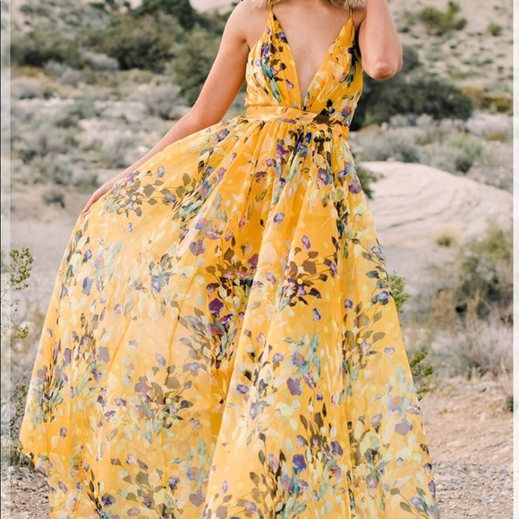 3f9587c325 Beautiful Yellow Maxi Dress with Floral Detail